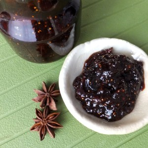 Spiced apple and dried fruits chutney
