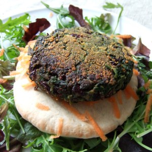 Spicy spinach and kidney bean burger