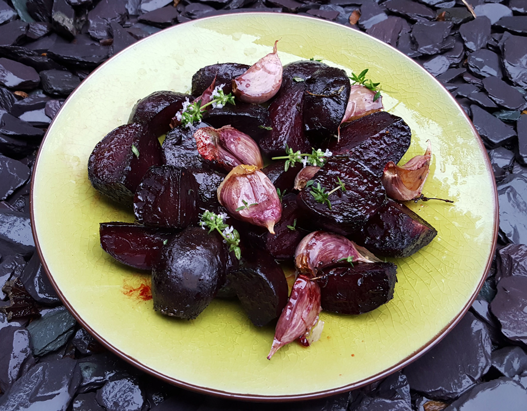 Roasted beetroot with garlic and thyme