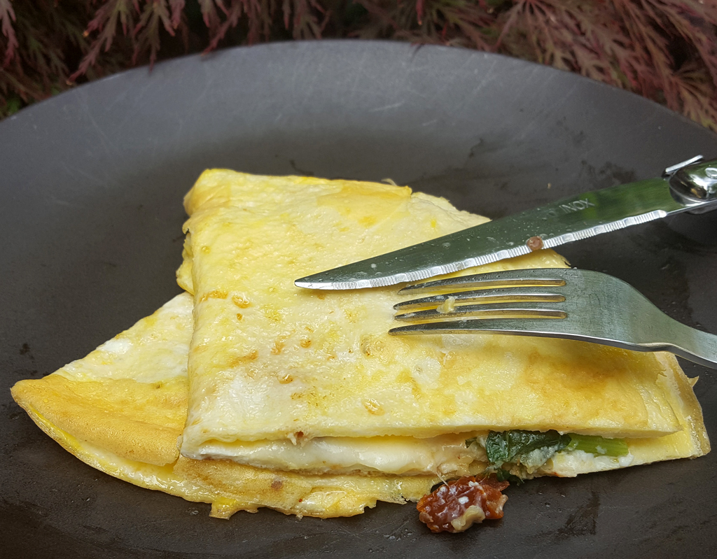 Mozzarella and sundried tomato omelette