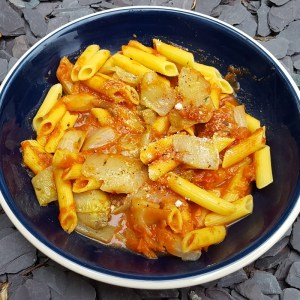 Pasta with tomato sauce and chicory