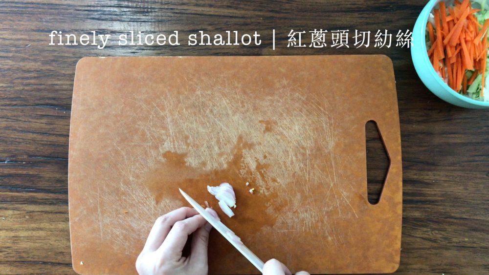 slicing a bulb of shallot