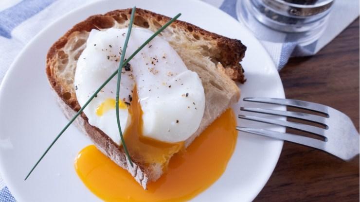 如何做完美的水波蛋吐司早餐食譜