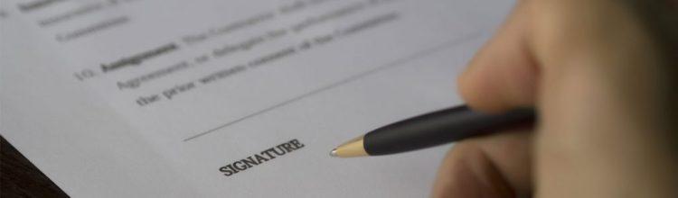 signature-contrat-de-vente-voiture