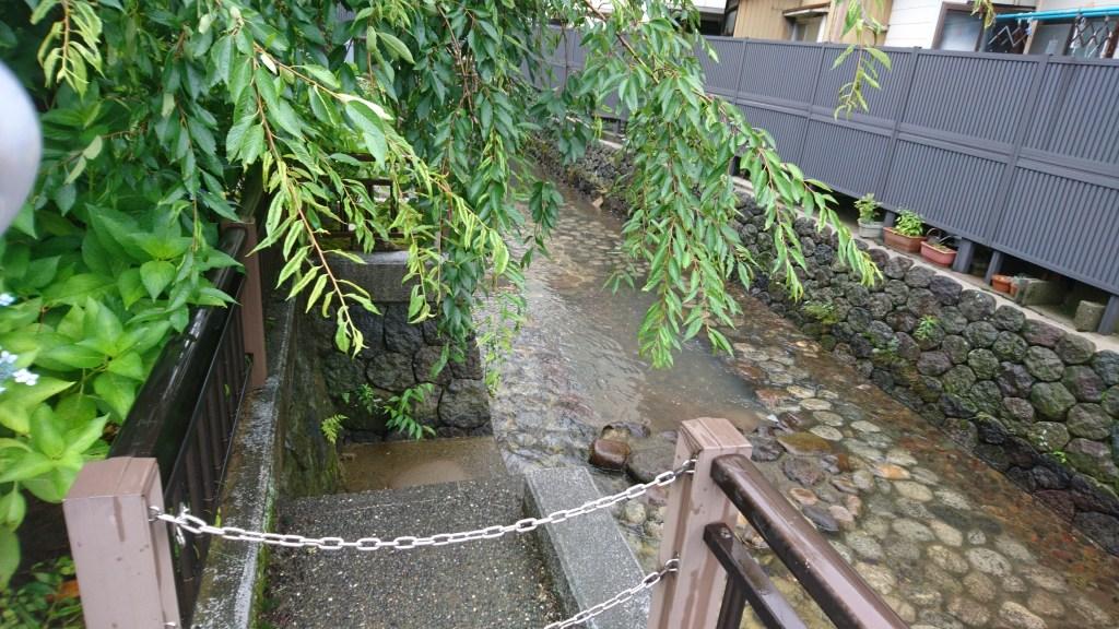 金沢市内の用水の様子
