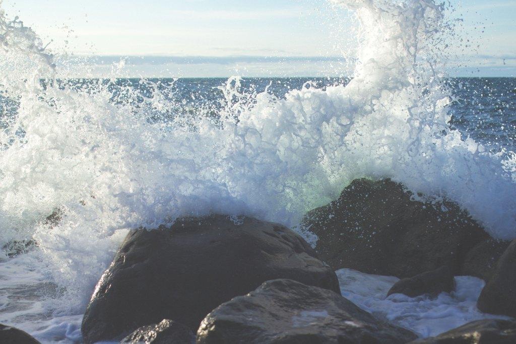 日本海,時化,荒れる,冬