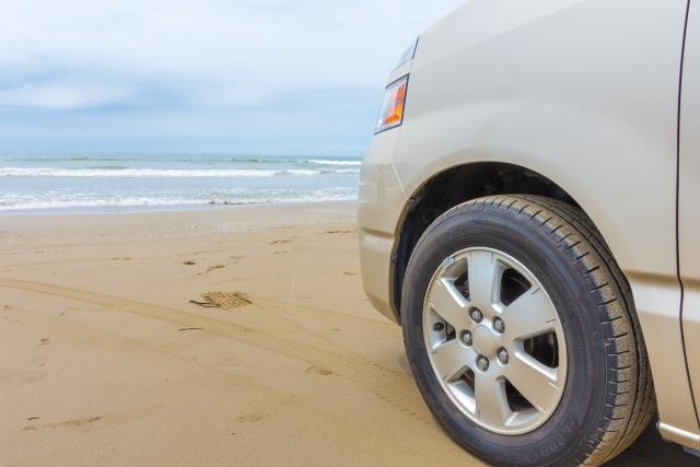 千里浜なぎさドライブウェイ,砂浜,車