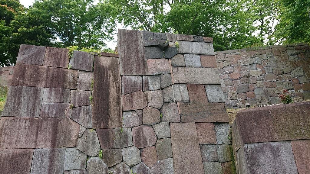 玉泉院丸庭園の色紙短冊積石垣