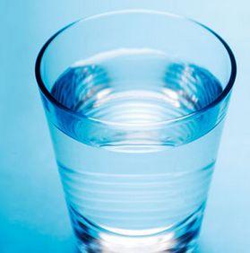 水を飲めば便秘解消できるの?