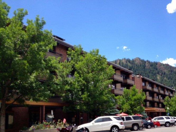 Aspen hotel: Aspen Square