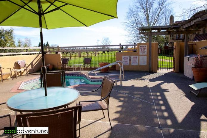 Vintner's Inn hot tub and lounge chairs