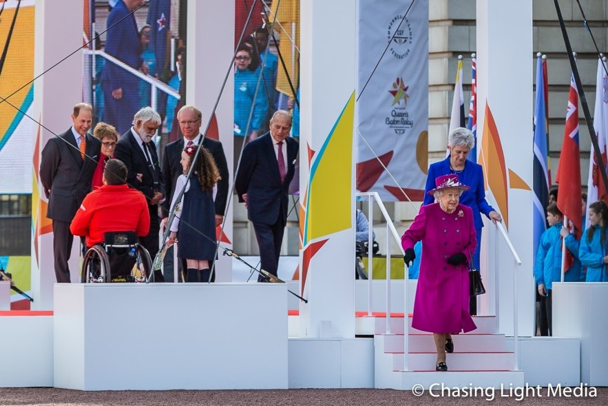 Queen Elizabeth exits the stage, Buckingham Palace, London, Engl