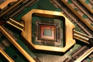 Image of D-Wave quantum computing 2000 qubit procesing unit