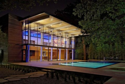 Modern Glass House With Open Landscaping Decorations2