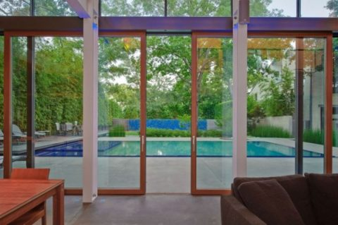 Modern Glass House With Open Landscaping Decorations4
