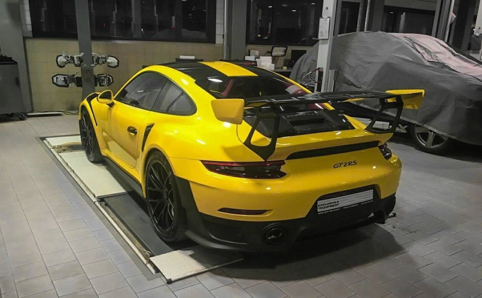 Racing Yellow GT2 RS