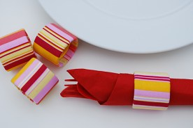 recycled-fabric-napkin-rings-from-saran-wrap-tubes_181