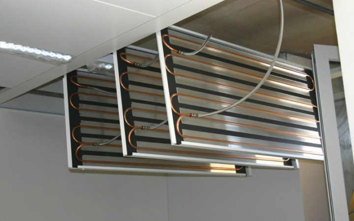 Metal panels hanging on bandrastres – surface can be opened at any time