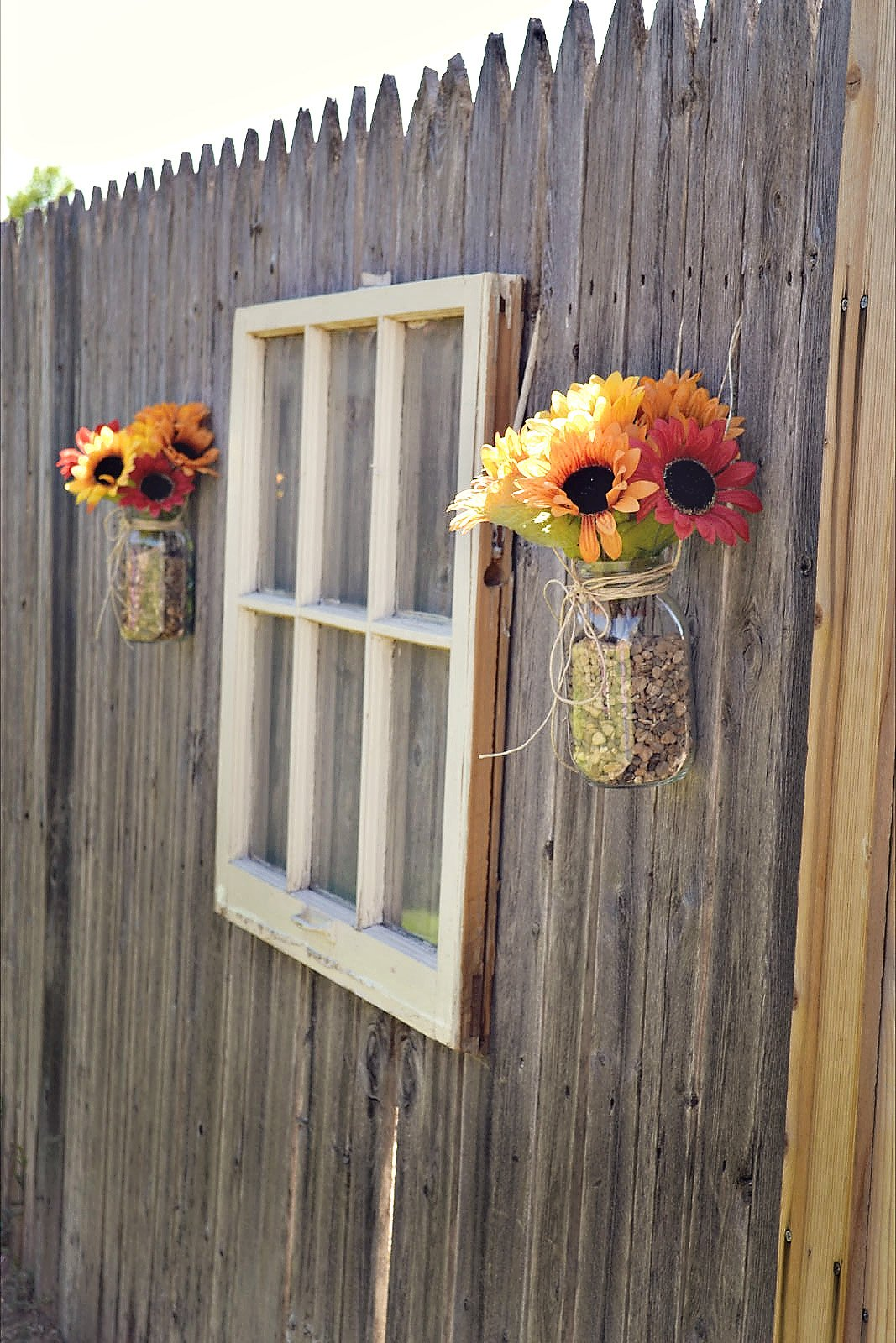 30+ Cool Garden Fence Decoration Ideas - Page 2 of 5 on Backyard Wall Decor Ideas  id=41895