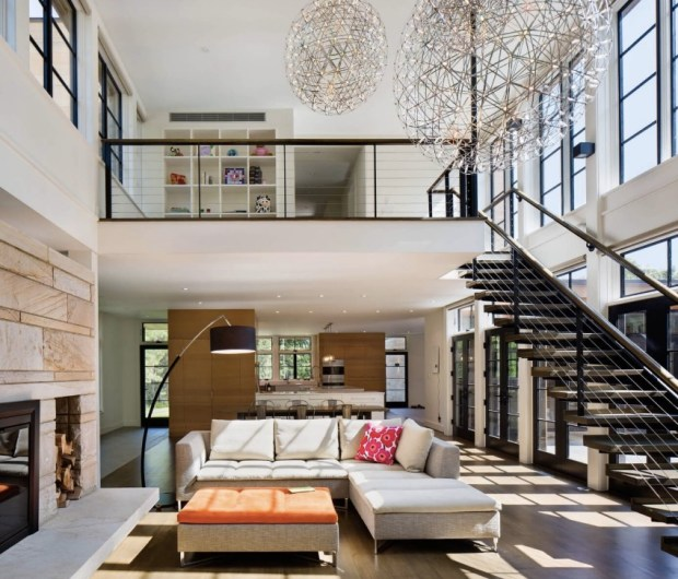 beautiful-and-bright-living-area-in-a-house-in-dutchess-county-new-york