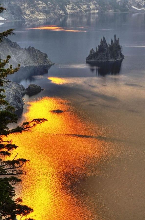 Phantom Ship Island – Crater Lake
