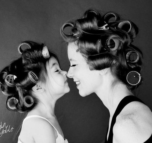 nose to nose mother daughter photo idea