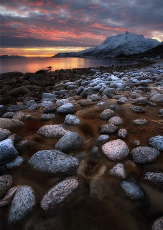 pebbles-in-ice