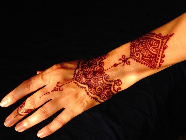 menhdi henna ornament on dark blue background
