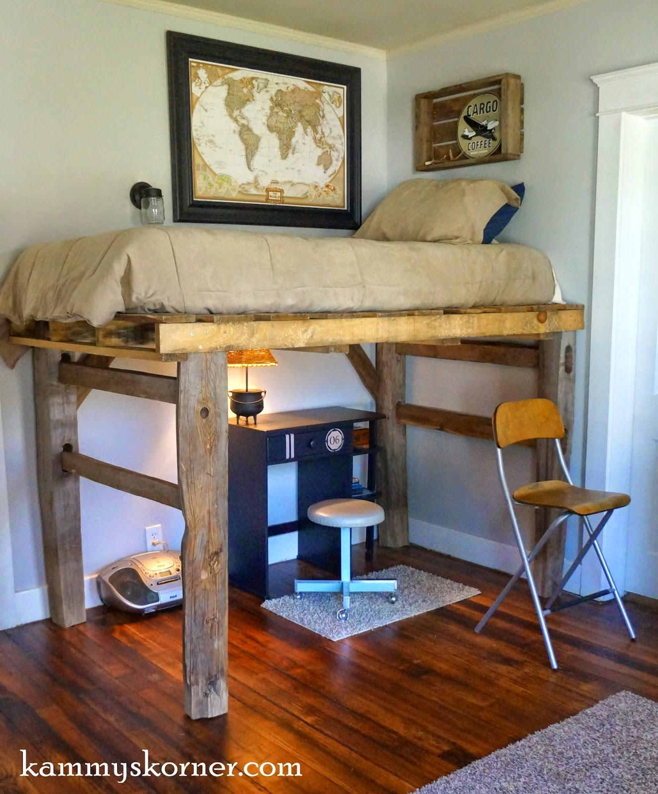 20 DIY Pallet Projects Worth Doing Yourself on Bedroom Pallet Ideas  id=52802
