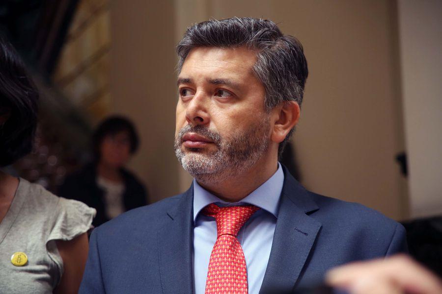 """Corte de Apelaciones inhabilita a juez Urrutia por """"opinar"""" en caso de DD.HH."""