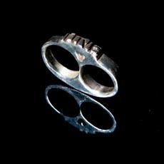 skull_love_ring.jpg