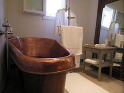 pastis-bathroom1.jpg