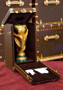 louis-vuitton-fifa-worldcup-trophy-2010-travel-case-2-381x540.jpg