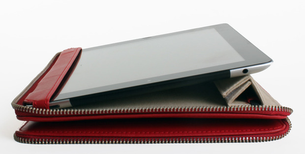 Lacambra-iPad-open.jpg