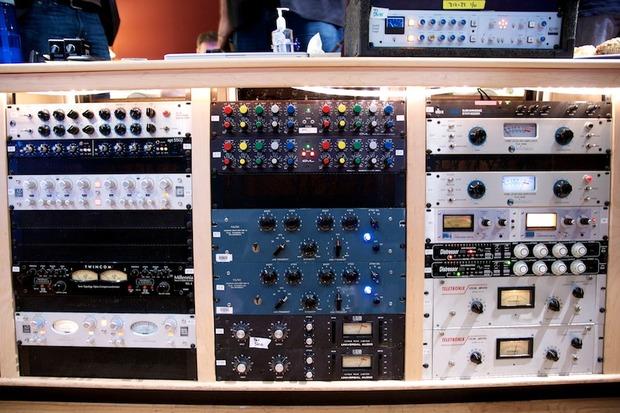 mercedes_signature_sound_gear.jpg