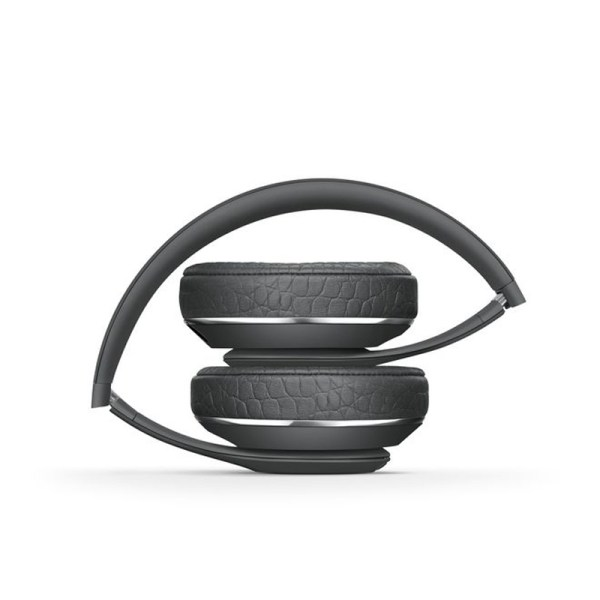02aa8561e8e Joining forces for the second time, Beats by Dre and Alexander Wang have  released a pair of super-functional, wireless headphones.