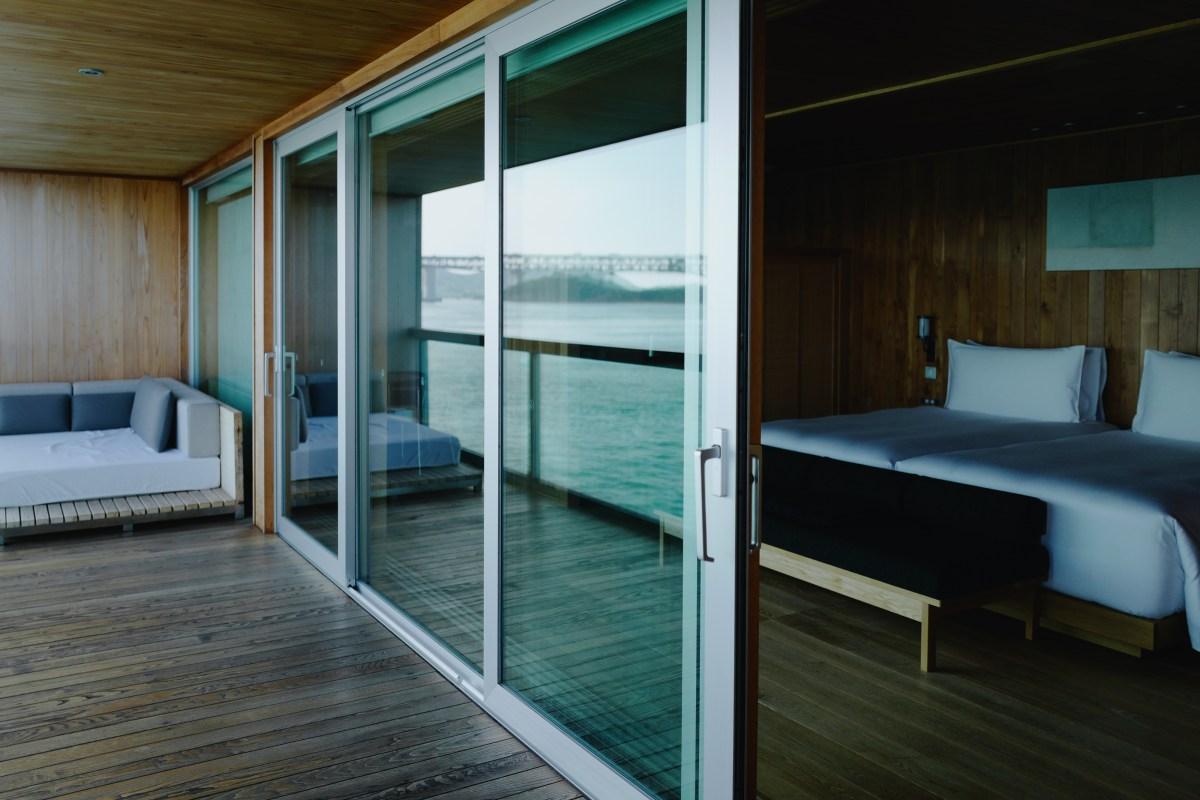 Japan's Luxurious Floating Ryokan, guntû
