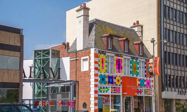 granny-squared-facade-street.jpg