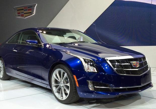Cadillac-on-car-logo.jpg