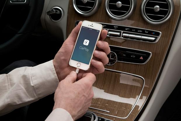 apple-carplay-plug.jpg