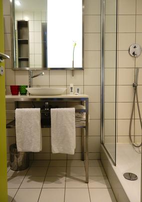 mama-shelter-bathroom.jpg