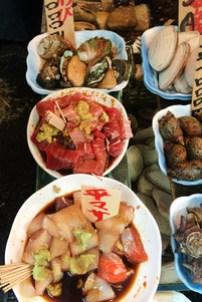 Tsukiji-sashimi-wom1.jpg