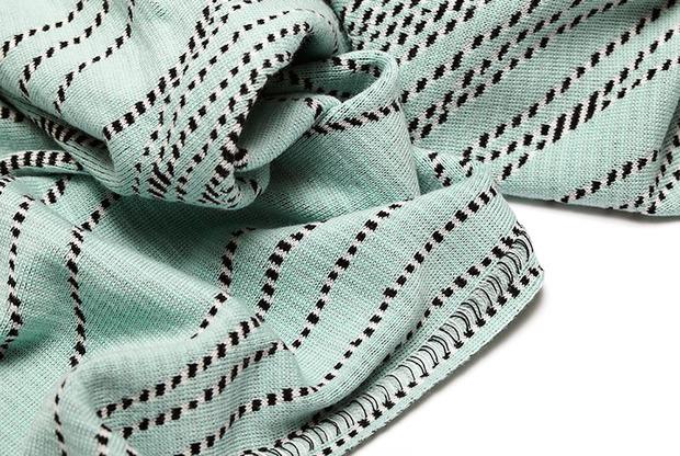 emdal-colorknit-blanket-hug-mirror-threads-aw14-2.jpg