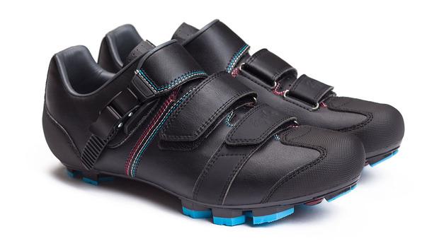 rapha-giro-cyclocross-shoe-1.jpg