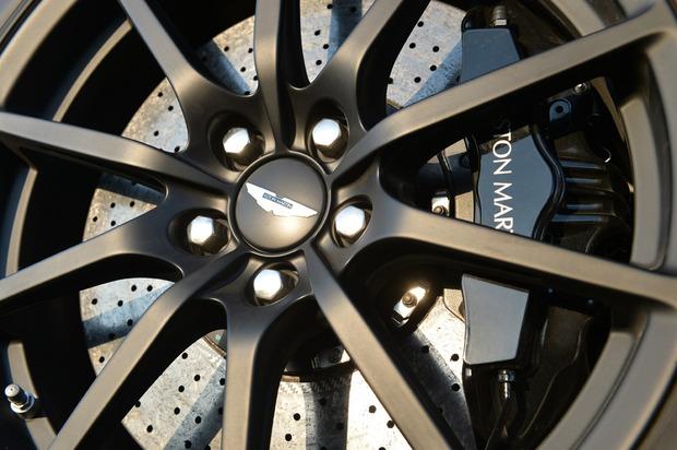 AstonMartinV12S-06.jpg