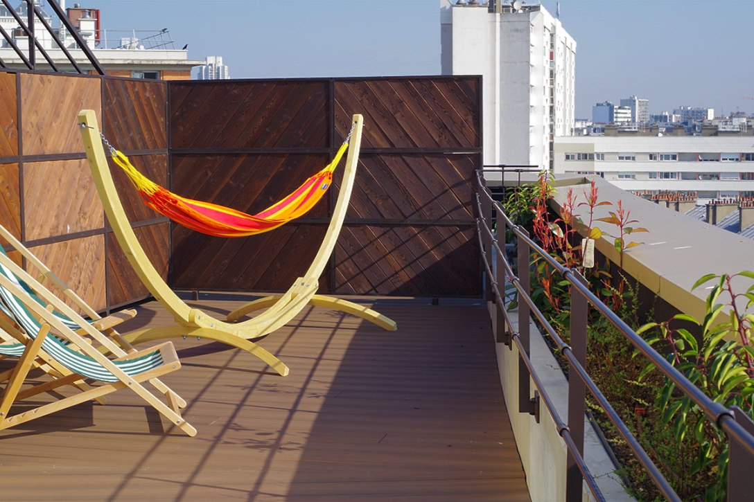 generator-hostels-paris-review-opening-private-room-terrace-hammocks.jpg