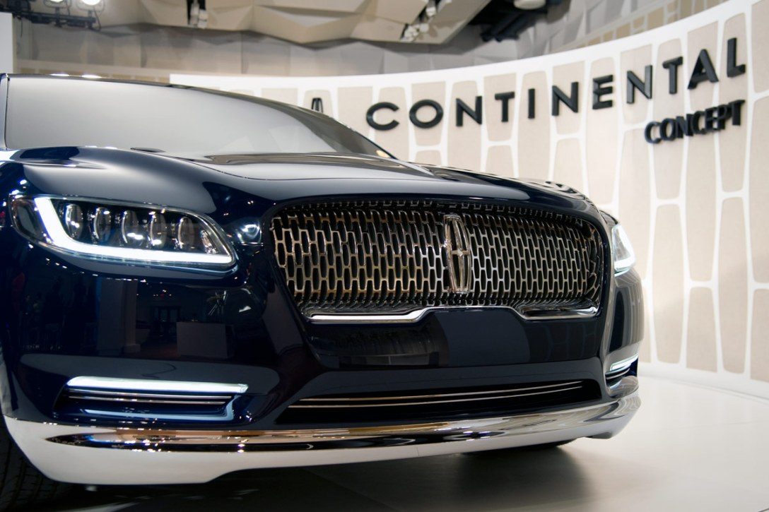 lincoln-continental-concept-grille.jpg