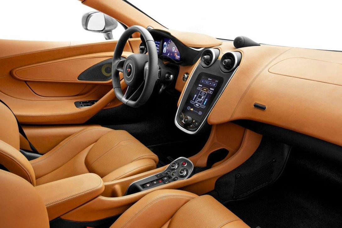 McLaren_570S_02.jpg