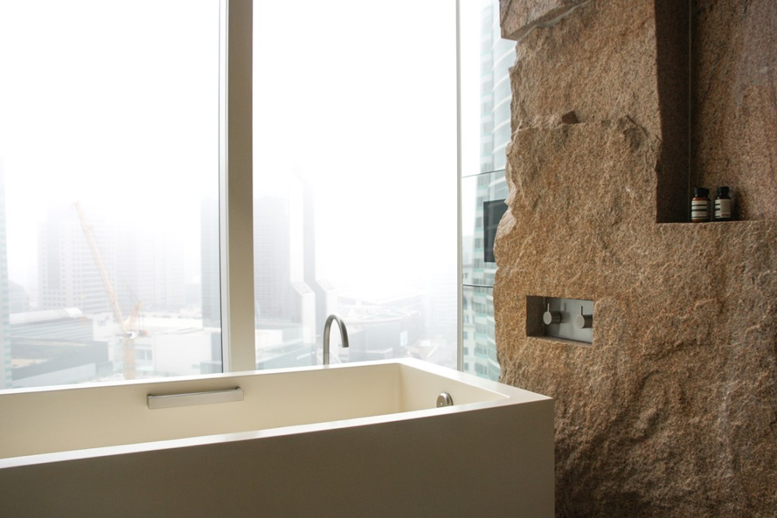 park-hyatt-seoul-tenth-anniversary-bathtub.jpg
