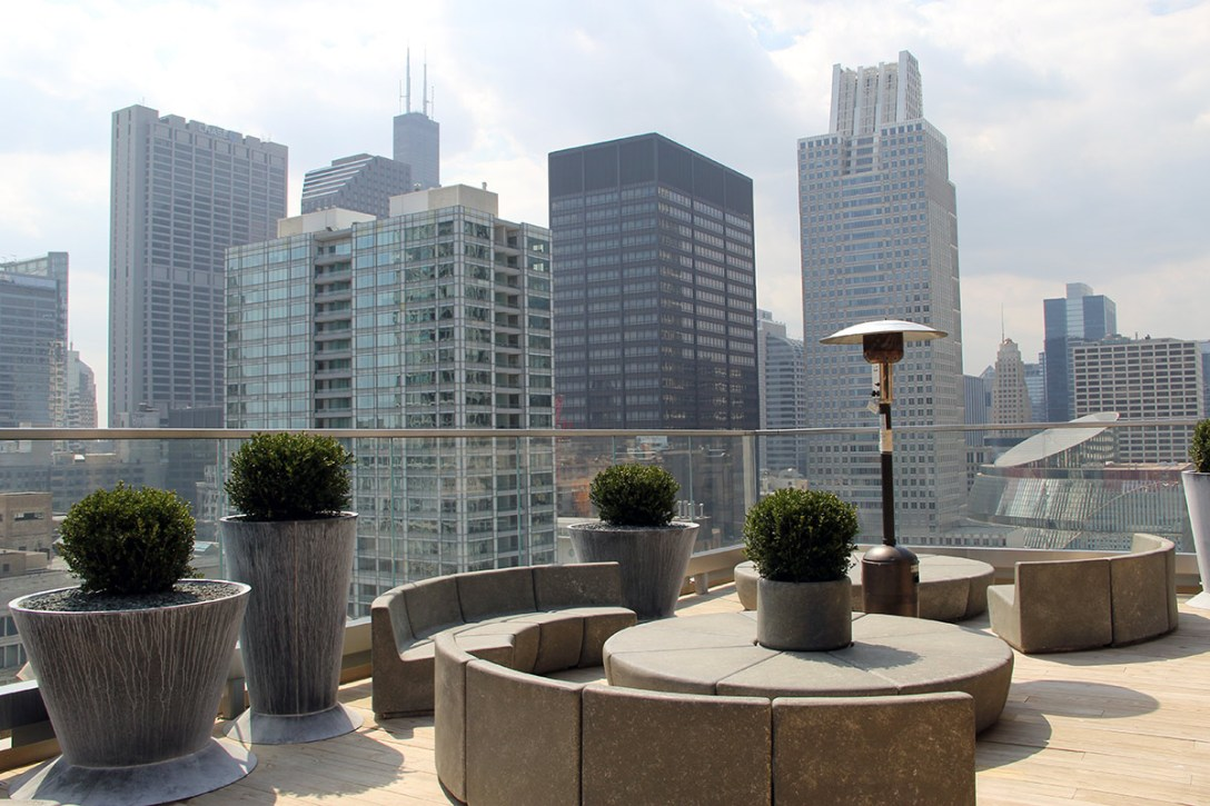 rooftop-bar-virgin-hotels-chicago-ch-2.jpg